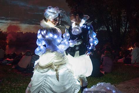 Britzer Garten Lichterfest by Walkact Glow White Prince Luminous Lichtgestalten In