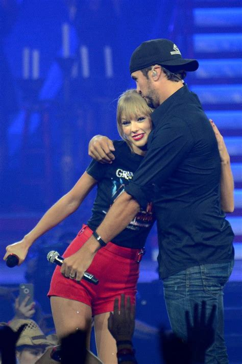 taylor swift country music live taylor swift luke bryan at the red tour in nashville