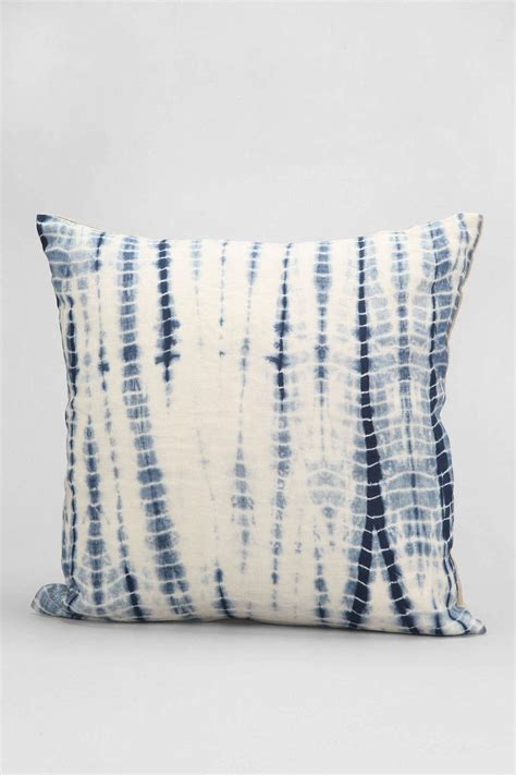 Best Affordable Pillows by Best Sources For Affordable Throw Pillows Designer