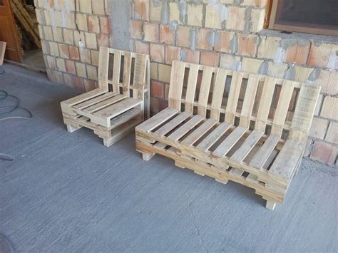 How To Make A Pallet With A Back by 7 Diy Furniture To Build With Pallets Pallet Furniture Diy