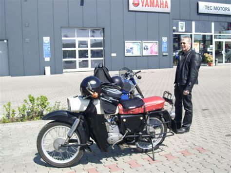 Suzuki Motorrad Händler Finden by Zwei Alte Ostb 246 Cke Im Hinterland Bernis Motorrad Blogs