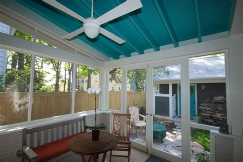bungalow with screened porch bungalow with new screen porch carriage house