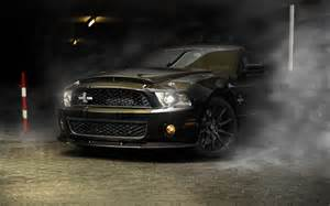 Ford Mustang Shelby Gt500 Snake Ford Mustang Shelby Cobra Gt500 Snake In The Smoke