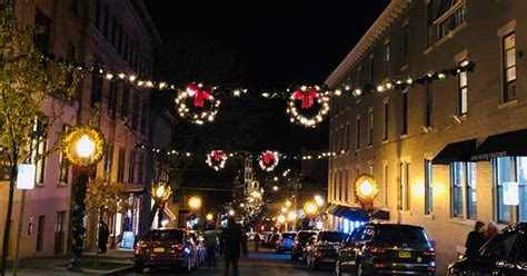 where to see christmas lights in saratoga springs streets