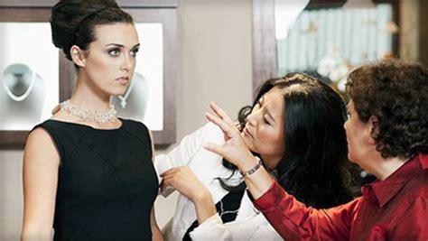 why to hire a fashion consultant in kolkata simaaya