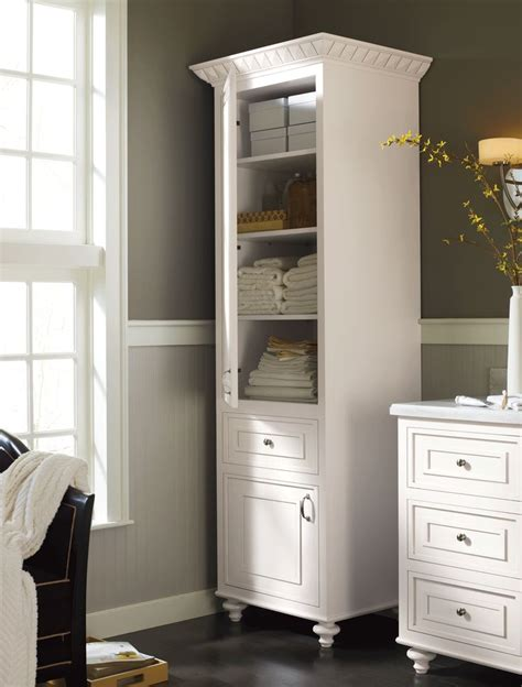 build  corner linen cabinet woodworking projects