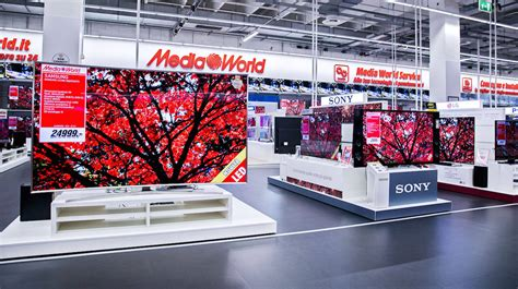 cornice digitale mediaworld media world curno lo store in poche immagini gdoweek
