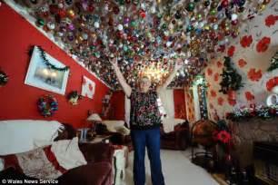 las vegas themed decorations uk a loving gran has had festive decorations up