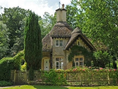 english cottage house www imgkid com the image kid has it english country cottage house cottage chic living rooms