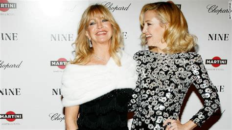 Engagement Rumors Surround Sheen Hudson by Goldie Hawn No For Kate Hudson To Wed The Marquee