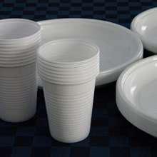 piatti e bicchieri di plastica piatti e bicchieri di plastica ora si possono riciclare
