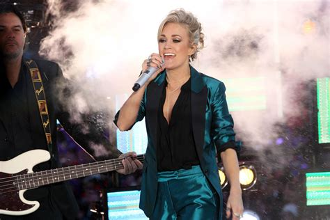 new year underwood carrie underwood s new year s shiny suit lainey gossip
