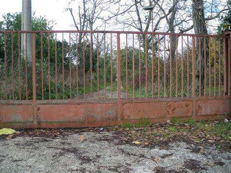 Verniciare Sulla Ruggine by Come Verniciare Un Cancello In Ferro Arrugginito