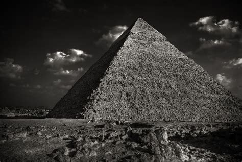 colors that go with black and white pyramid in black and white here s a black and white shot