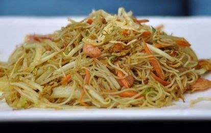 come cucinare gli spaghetti di riso cinesi spaghetti di riso saltati questa ricetta propone un modo