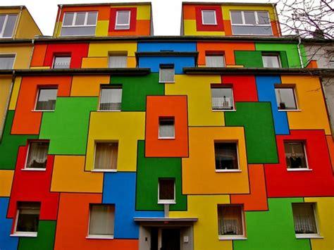 farbe hausfassade hausfassade streichen bringen sie alle regenbogenfarben