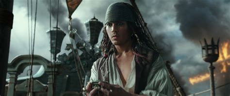 of the caribbean dead tell no tales of the caribbean 5 trailer focuses on javier