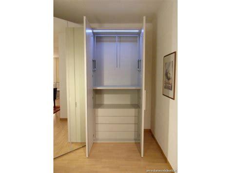 armadio spogliatoio prezzi armadio simple con angolo spogliatoio in prezzo affare