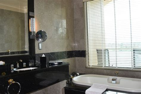 empire bathrooms review the empire hotel country club r m 9 7 8 rm 819