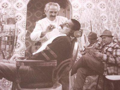 barbero muchos son los  creen  los antiguos barberos eran unicamente peluqueros