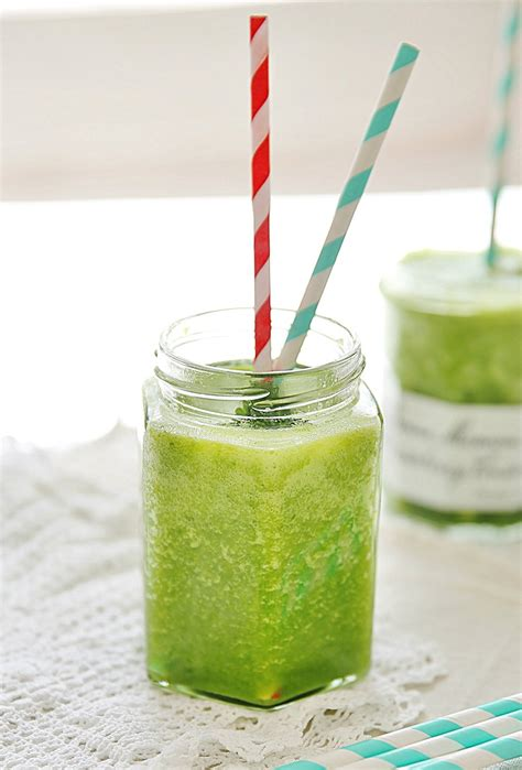 Simple Green Detox Smoothie by Easy Simple Green Smoothie Recipe To Make At Home By