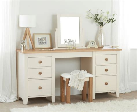 25 best ideas about bedroom dressing table on