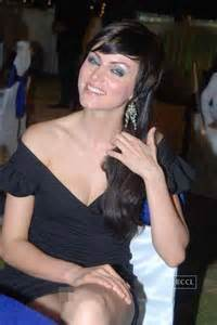 kareena kapoor suffers a wardrobe malfuntion