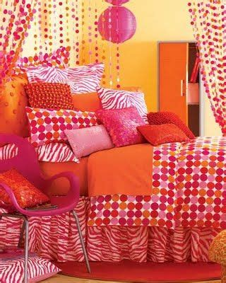 Yellow Orange Bedroom by Orange Pink And Yellow Bedroom So And Vibrant