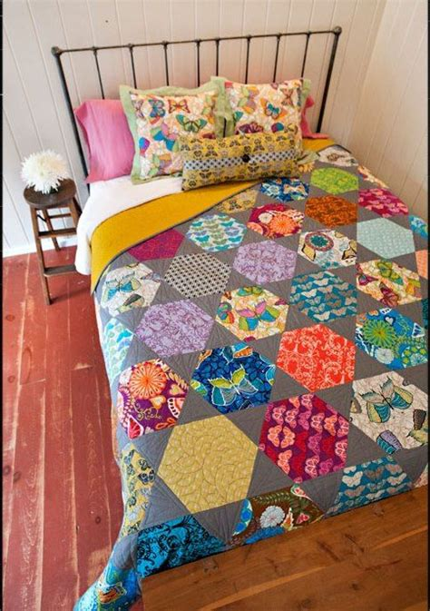 patchwork applique patterns best 25 hexagon quilt pattern ideas on