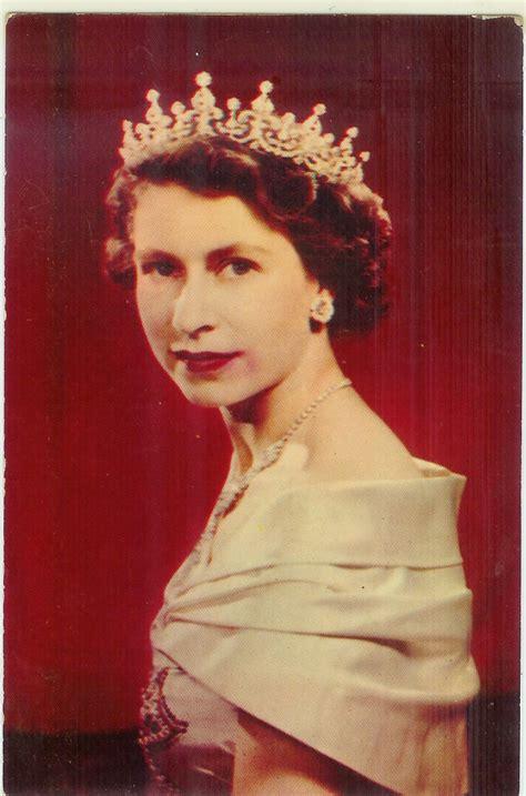 queen elizabeths hairstyle rose c est la vie queen elizabeth ii here and hair for