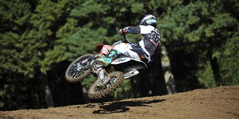 how to ride motocross bike dirt bike riding tips and techniques learning the basics