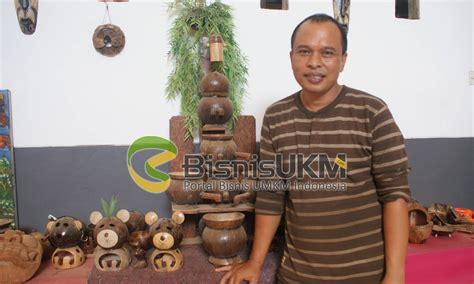 kerajinan batok kelapa selamatkan suryawan  kegagalan