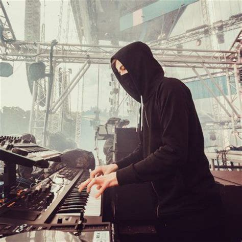 alan walker dj alone 65 mejores im 225 genes de alan walker en pinterest alan