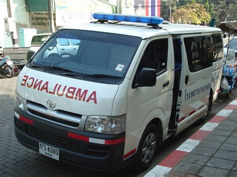toyota thailand english file toyota hiace ambulance face chiangmai jpg wikimedia
