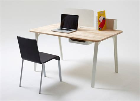 Small Work Desks Mantis Desk Creates Efficient Work Area In Small Spaced Homes Interiorholic