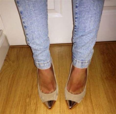 Sandal Wanita Knt Gold Point Heels Beige shoes beige suede pointed toe heels gold toe wheretoget
