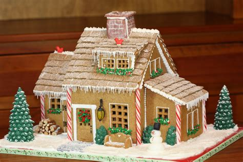 ideas for gingerbread houses icicle trimmed gingerbread house gingerbread house ideas popsugar food photo 8