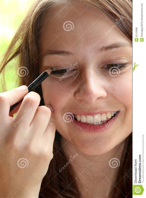 using makeup using makeup stock photo image 31712990