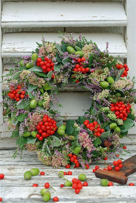 christmas decorations with berries wreaths 75 ideas for festive fresh burlap or mesh wreaths