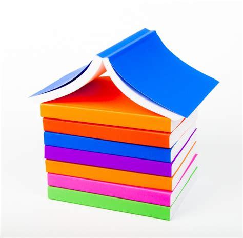 la montaa de libros monta 241 a de libros con el fondo blanco descargar fotos gratis