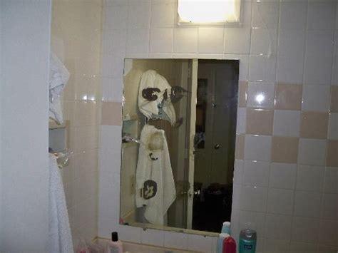 disgusting bathroom pictures disgusting bathroom picture of midtown inn springfield