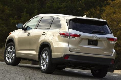 Toyota Santa 2014 Toyota Highlander Vs 2014 Hyundai Santa Fe Which Is