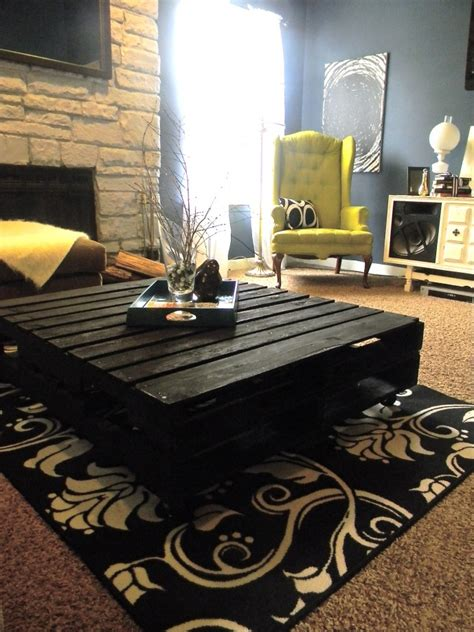 Painted Pallet Coffee Table Black Painted Pallet Coffee Table For My Home Pinterest Tables And Coffee