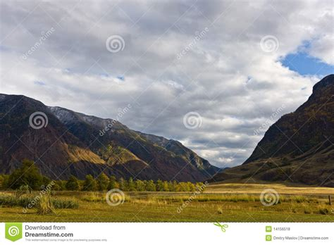 mountain valley royalty free stock photos image 34806918 mountain valley royalty free stock photos image 14156518