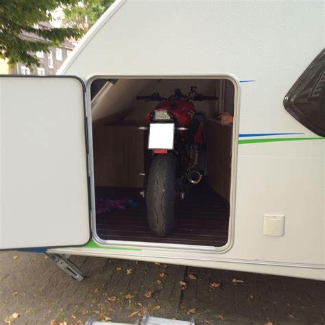 Motorrad Mit Wohnwagen Transportieren by Motorradtransport Im Wohnwagen Transport Von Motorrad