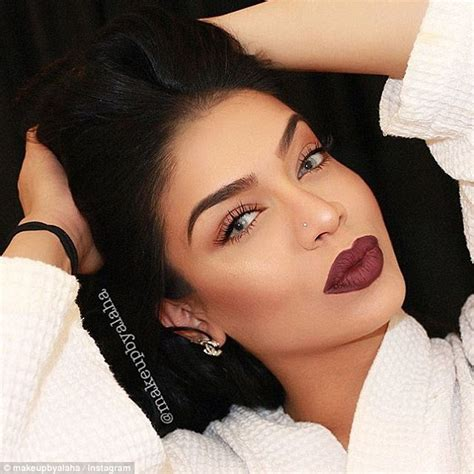 make up alaha majid applies a of make up while in labor