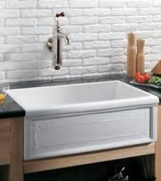 Kitchen Faucets For Farmhouse Sinks Homethangs Has Introduced A Guide To Choosing An Apron Or Farmhouse Sink