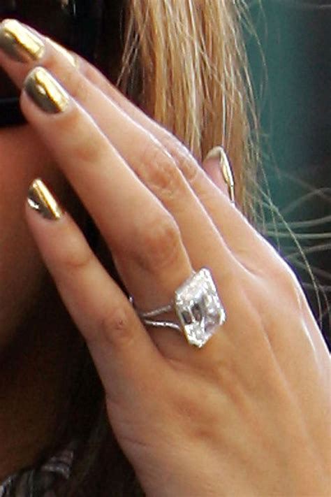 beyonc 201 the ring by lorraine schwartz features a large
