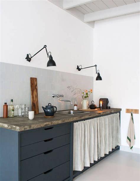 rideaux pour placard de cuisine 25 best ideas about les rideaux de placard sur rideau de placard rideaux de porte