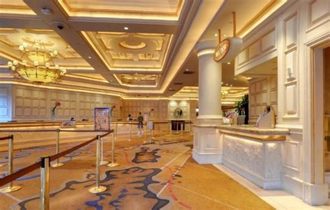 ti las vegas deluxe strip view rooms  affordable hotel deals treasure island